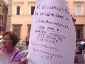 la protesta davanti alla sede della Conferenza Stato Regioni